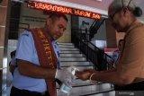 Perkantoran di Kupang ramai-ramai gunakan Hand Sanitizer