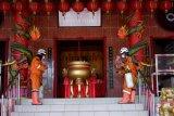 Dompet Dhuafa sterilkan vihara dan gereja dari potensi COVID-19