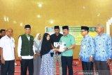 Baznas Padang Panjang salurkan zakat tahap pertama