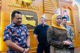 Gubernur Jatim minta warganya tetap tenang kendati enam spesimen positif COVID-19