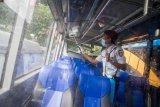 Penyemprotan disifektan pada angkutan umum