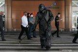 Bandara Internasional Lombok disemprotkan disinfektan