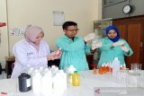 Farmasi UNS produksi cairan pembersih tangan untuk bantu masyarakat