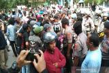 Kasus mahasiswa meninggal, Ratusan mahasiswa demo di Mapolda Sultra