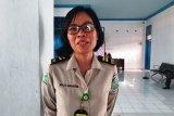 KKP Makassar periksa suhu tubuh penumpang KM Laskar Pelangi di Pelabuhan Mamuju