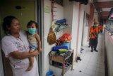 Penyemprotan disinfektan di Rusunawa Semanggi