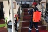 KM Dharma Lautan Utama rutin disemprot desinfektan cegah COVID-19
