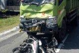 Pengendara Scoopy tewas tabrakan dengan truk
