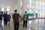Masjid Istiqlal disemprot disinfektan, di Muaro Sijunjung