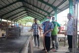Puluhan pasar tradisional di Sijunjung mulai disemprot disinfektan