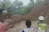 Jalur menuju Selatan Cianjur tertutup longsor