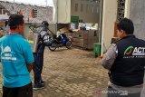 Cegah COVID-19, ACT semprotkan cairan disinfektan di dua masjid Purwokerto