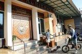 Ganjar keliling masjid pastikan protokol kesehatan  shalat Jumat