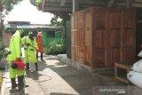 Pemkab Bantul semprot disinfektan di Pasar Imogiri untuk cegah COVID-19