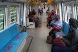 Pengelola LRT Sumatera Selatan terapkan  'social distancing'