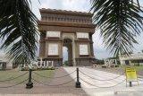 Foto suasana monumen Simpang Lima Gumul (SLG) di Kediri, Jawa Timur, Jumat (20/3/2020). Pemerintah daerah setempat menutup kawasan wisata andalah Kediri tersebut hingga batas waktu yang belum ditentukan guna menanggulang penyebaran COVID-19. Antara Jatim/Prasetia Fauzani/zk.