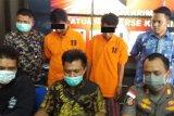 Polres Karimun tangkap dua tersangka penambang pasir darat ilegal