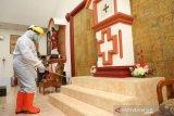 Pemkab Bantaeng lakukan penyemprotan disinfektan di sejumlah gereja
