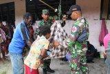 Warga kampung Epem Mappi dapat layanan kesehatan Posyandu Satgas TMMD