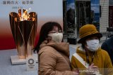 Meski khawatirkan corona, ribuan orang tetap saksikan api Olimpiade