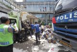 Kecelakaan terjadi libatkan lima truk di tol dalam kota Jakarta