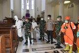 TNI-Polri di Sulawesi Utara lakukan penyemprotan disinfektan