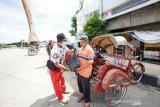 Relawan Gibran bagikan sembako untuk warga terdampak COVID-19