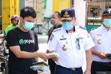 Dishub Kota Makassar bersama Gojek bagikan 1.000 masker