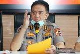 Polri akan bubarkan warga yang masih berkerumun