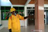 Ketua DPRD Kendari ikut semprot disinfektan ke fasilitas umum