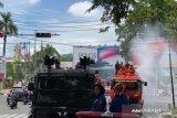 Polda Sumbar bersama tim gabungan semprot 40 ribu liter disinfektan di jalanan Kota Padang
