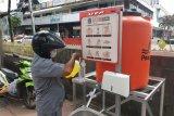 Biina Marga pasang wastafel portabel di Halte Ratu Plaza