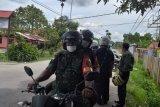 TNI-polisi di Sentani Papua keliling kampung imbau warga cegah Covid-19