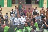 DPRD Riau bagi-bagi hand sanitizer ke pengendara Ojol