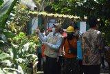 Bupati Sleman bersama anggota DPR lakukan penyemprotan disinfektan