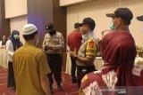 Polisi bubar paksa kumpulan orang di Palu cegah virus Corona