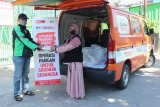 ACT Sulsel bagikan makanan kepada para pekerja harian