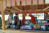 Padang Pariaman semprotkan 1.000 liter disinfektan ke fasilitas umum cegah COVID-19