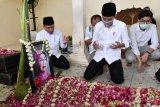 Presiden Jokowi lakukan tradisi
