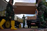 TNI distributes over 151,000 pieces of protective gear, first to areas with transportation difficulties