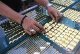Harga emas berjangka jatuh akibat aksi ambil untung