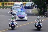 Iring-iringan mobil jenazah Ibunda Presiden Joko Widodo