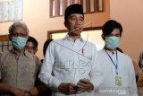 Presiden Jokowi memberikan keterangan pers terkait wafat ibudanya
