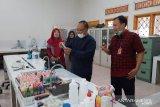 Universitas Jambi produksi antiseptik hand sanitizer buat warga