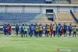 Persib Bandung mengumumkan ada satu pemain yang positif COVID-19