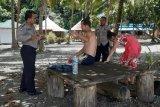 Polisi melarang dua turis Rusia berwisata di Pantai Tablanusu Papua