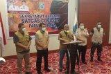 Gubernur Dominggus larang kedatangan warga luar Papua Barat