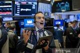 Saham-saham Wall Street tumbang di tengah kekhawatiran virus corona semakin dalam