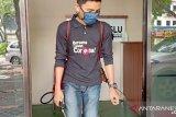 Kantor Bawaslu Tanjungpinang  disemprot  disinfektan