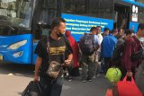 Ratusan TKI tiba di Batam langsung dibawa ke Asrama Haji